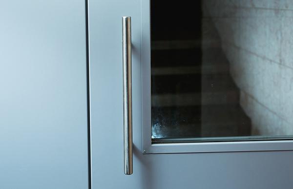 Монтаж металлических тамбурных дверей